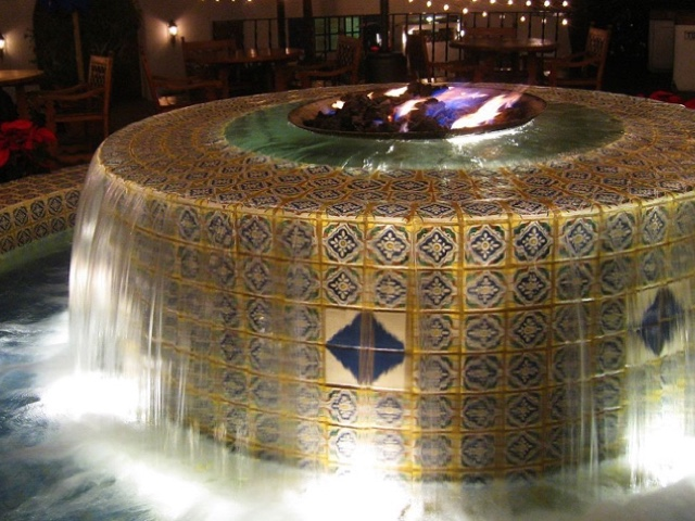 la-quinta-resort-fountain-night-640