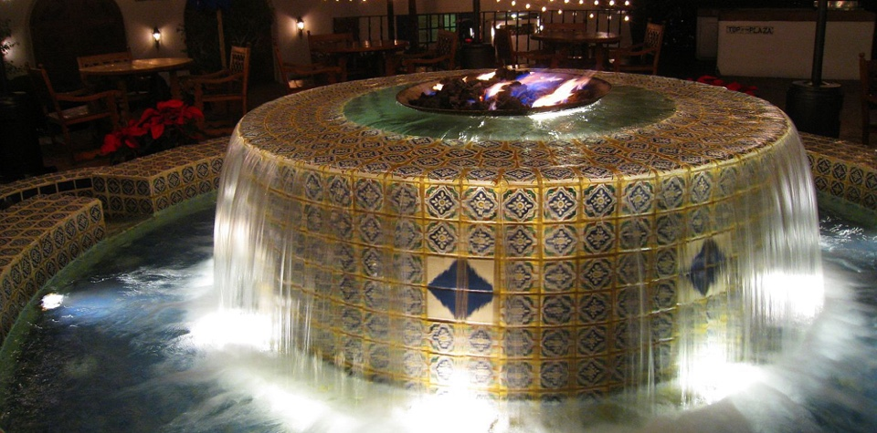 la-quinta-resort-fountain-night
